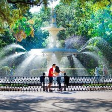 Savannah Forsyth Park Kiss_Credit_Visit Savannah