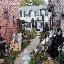 decori per Halloween in Massachusetts Credit MOTT