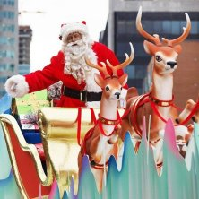 santa-claus-float-at-toronto-santa-claus-parade
