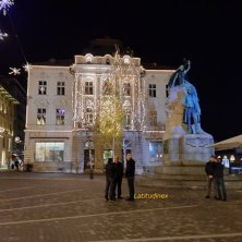 piazza Preseren illuminata per Natale