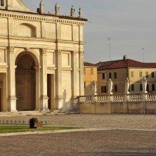 piazza abbazia di Polirone