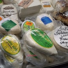 formaggi al mercato di Vilnius