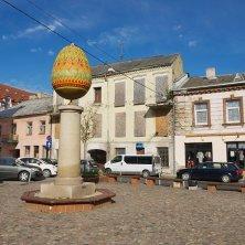 piazza con l'uovo a Vilnius