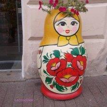 matriosca sul marciapiede San Pietroburgo