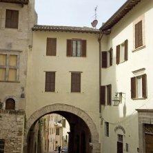 spoleto-centro-storico-vicolo