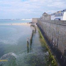 bastioni e acqua a Saint Malo