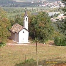 chiesetta e vigneti a Castel Thun