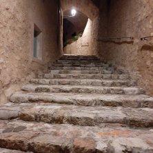 illuminazione notturna al Castello di Postignano