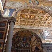 ciborio e mosaico interno basilica