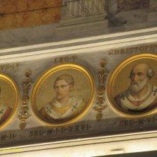 medaglioni dei Papi nella basilica di San Paolo a Roma