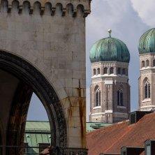 cupole della Frauenkirche con la neve