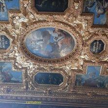 soffitto decorato d'oro
