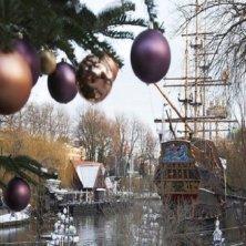 Copenhagen-Tivoli-Gardens-christmas-ornaments-Natale in Danimarca