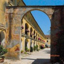 Ca' Corniani_vero la piazza del borgo_phVGaluppo terra