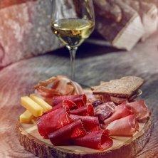 carne salata e vino_©Valais Wallis Promotion - Sedrik Nemeth