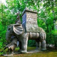 elefante e legionario parco mostri Bomarzo