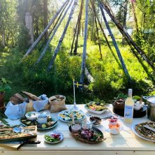 foto HuuvaHideaway_sami buffet all'aperto_Heart of Lapland