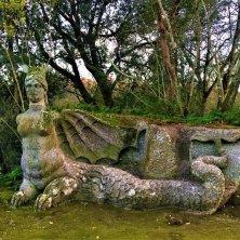 scultura alata al parco