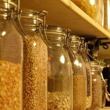 barattoli con grano saraceno