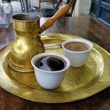 bricco e tazzine caffè turco