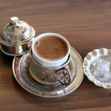 caffè turco servito con lokum