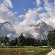 natura a Les Alpes sentiero e nuvole