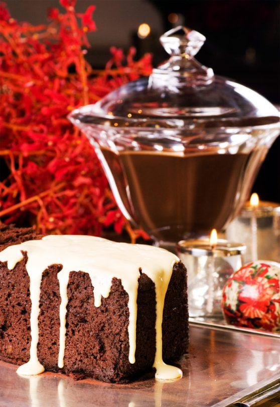 Terrine de Gianduia com Calda de Chocolate