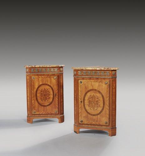 Une paire d'encoignures acquise par Versailles