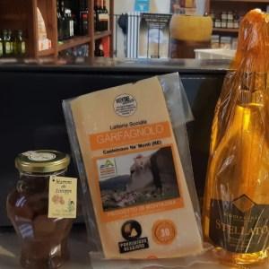 Scatola regalo con Parmigiano Reggiano, vino e marroni sciroppati