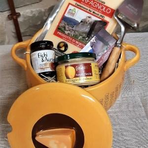 Confezione regalo spaghettiera con Parmigiano Reggiano e altri prodotti artigianali