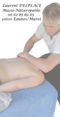 Laurent DELPACE en action dans son activité de massage