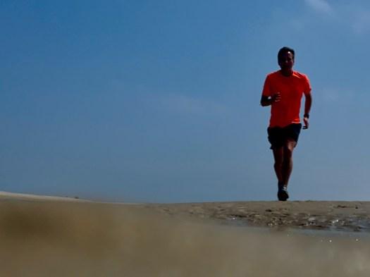 Ein Läufer am Strand von Baltrum.