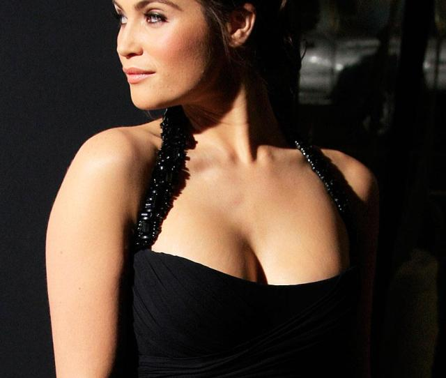 Gemma Arterton Hot Photo Zoom Zoom