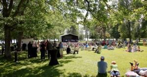 Laukon kartanon puistossa konsertti