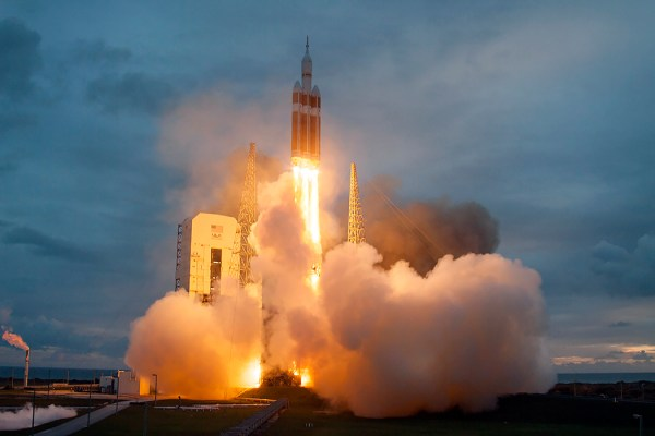 NASA's Orion EFT-1 mission launches aboard Delta 4-Heavy ...