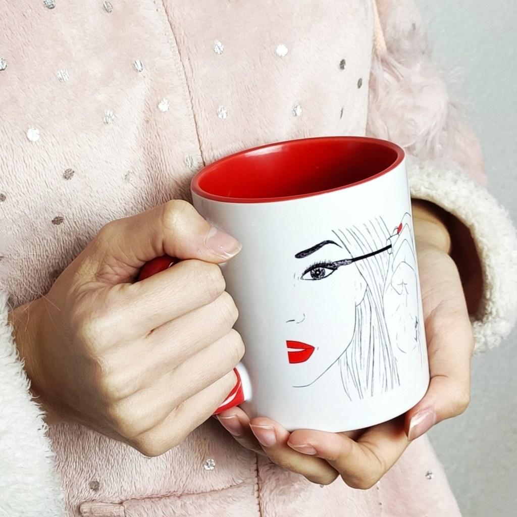 Taza - A días malos pestañas largas y labios rojos