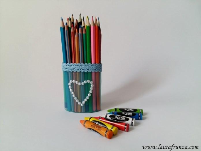 suport-de-creioane-din-tub-de-gel-de-dus