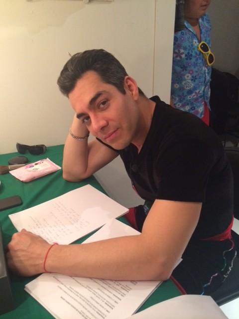Omar muy estudioso!!!