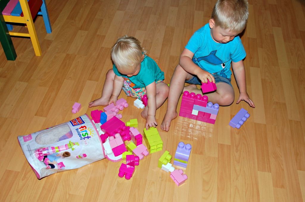 Logan and Aria playing with Pink Mega Bloks 1