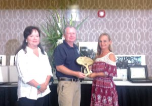 Reageana accepts award in Gulfport, MS