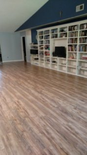 "Pretty new floors in the ""big room"""