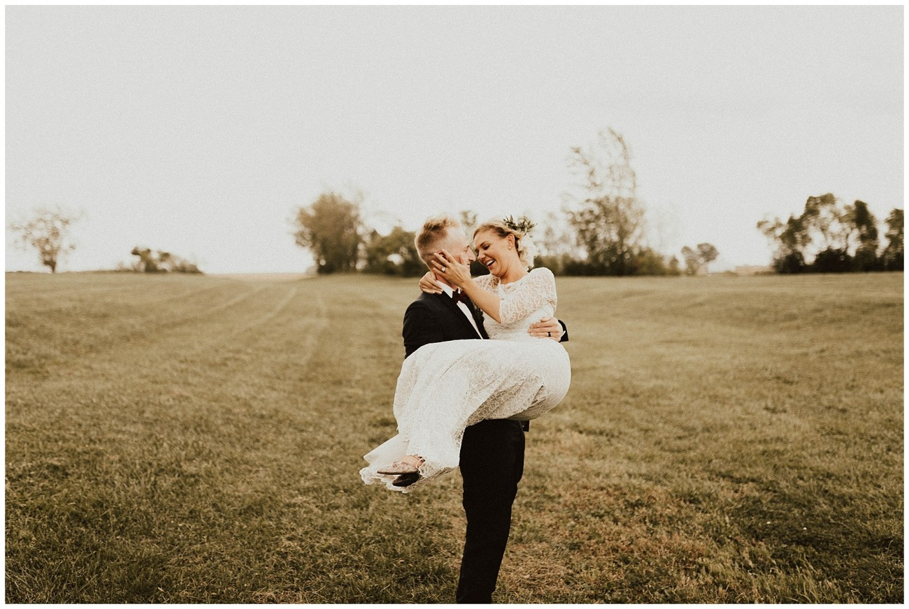 206d0dd74208c Intimate Backyard Wedding - Lauren F.otography | Central Illinois ...