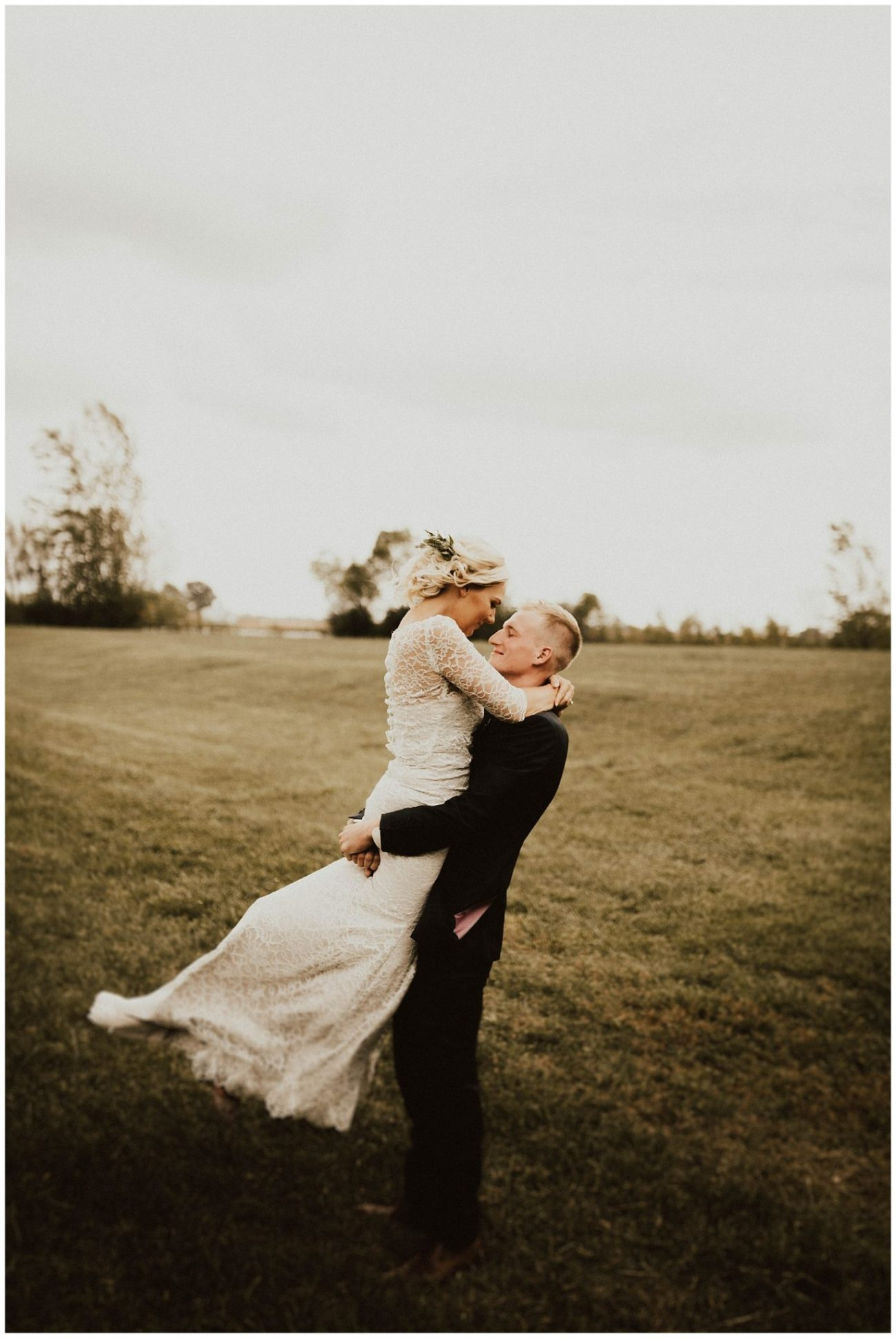 1511f3722b Intimate Backyard Wedding - Lauren F.otography | Central Illinois ...