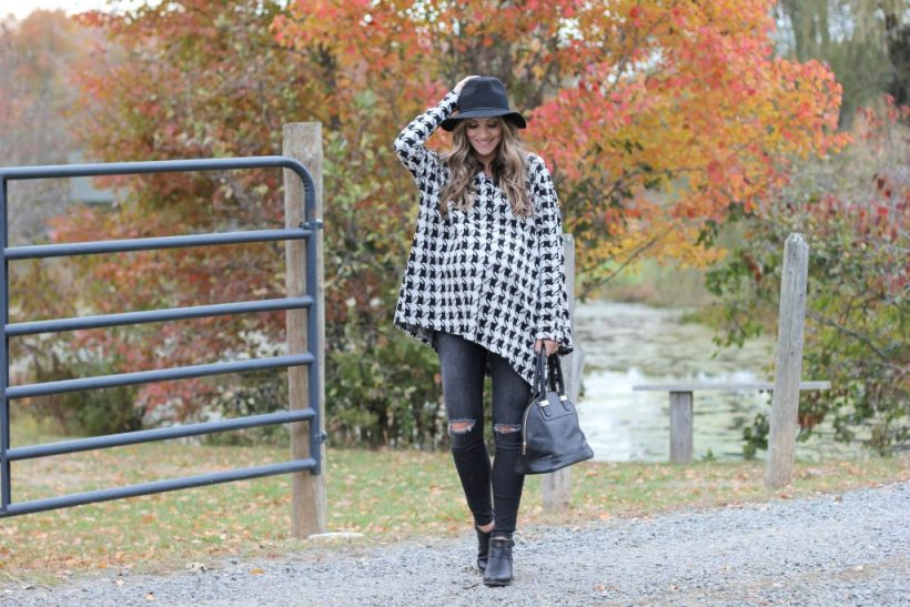Fall maternity style with the perfect houndstooth poncho!
