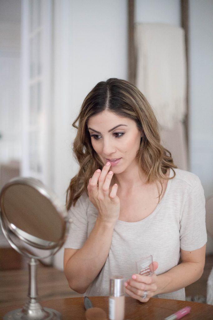 This simple 5 minute makeup tutorial is perfect for busy moms who want to look fresh faced but have minimal time in the morning!