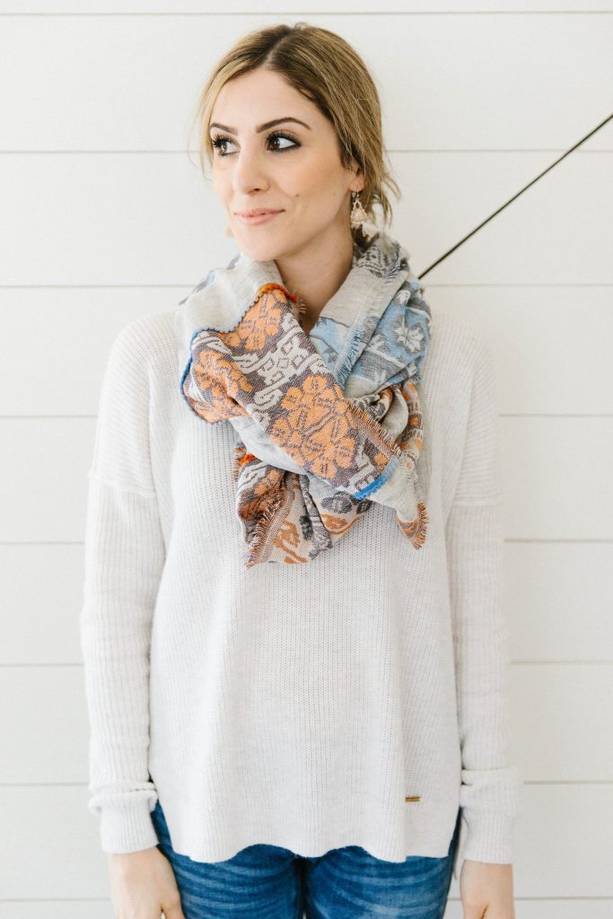 You have to try this Double Bandana style of scarf tying, it's so easy anyone can do it!