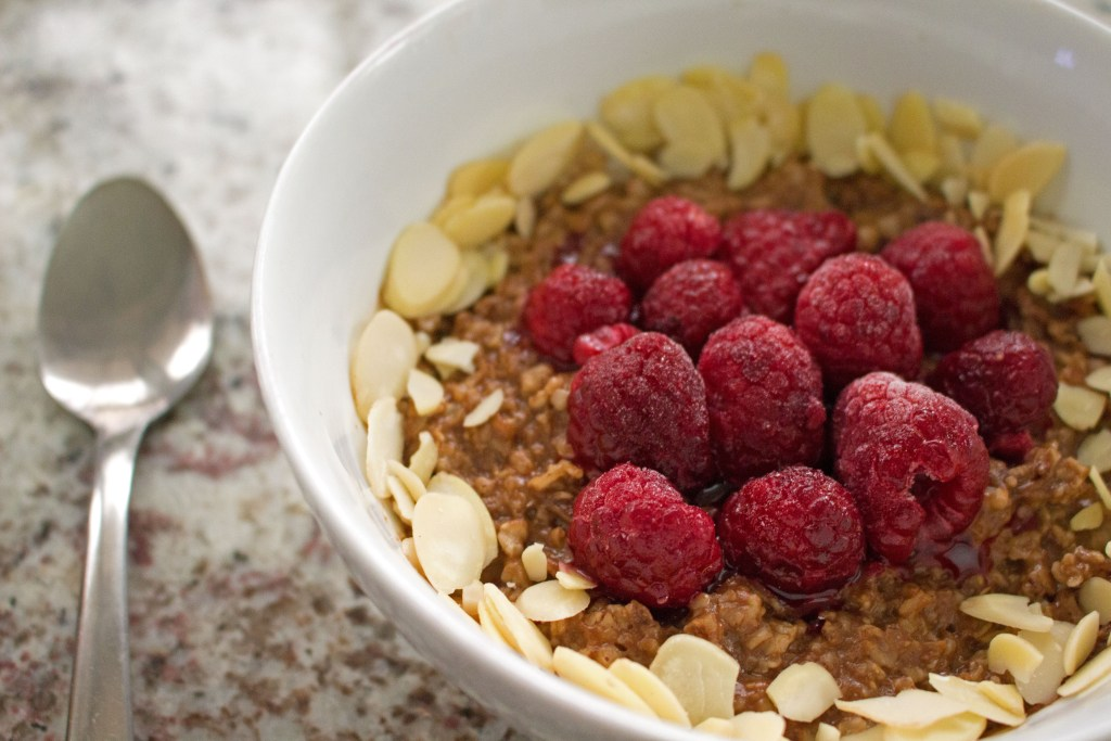 low fodmap chocolate raspberry almond oatmeal with slivered almonds
