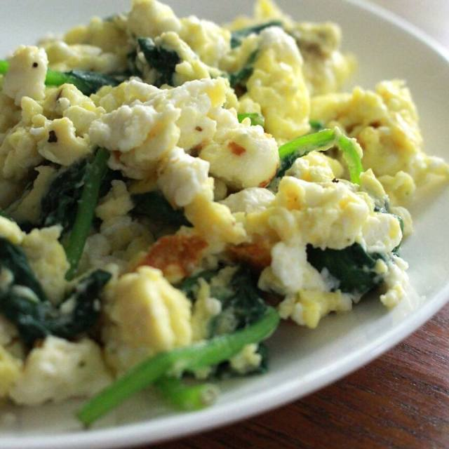 SUPER easy recipe spinach feta scrambled eggs Perfect for usinghellip