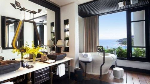 Laurent Delporte - InterContinental Danang Sun Peninsula Resort - Bathroom with bathtub inspired by local flowers