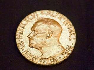 Der Nobelpreis wird seit 1901 jährlich vergeben und ist mit ca. 900.000€ dotiert.